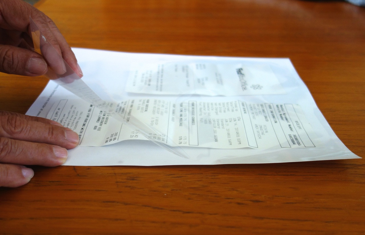 DocPockets ease scanning of small-sized originals, e.g. receipts.