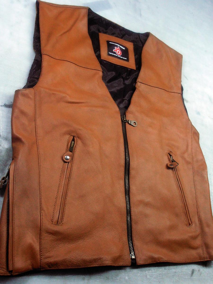mens-leather-vest-jeans-style-mlv1370-www.leather-shop.biz-front-pic.jpg