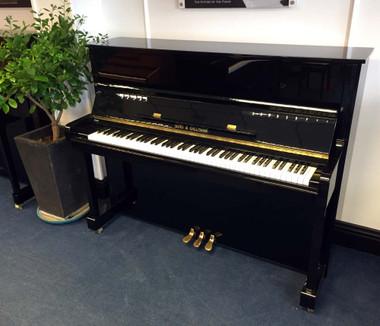 Gors & Kallman 118 Upright Piano