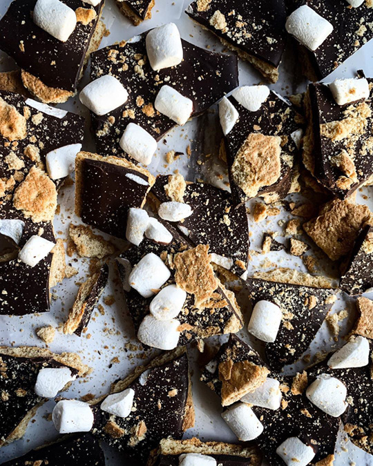 S'mores chocolate bark by @its_nicolettemarie