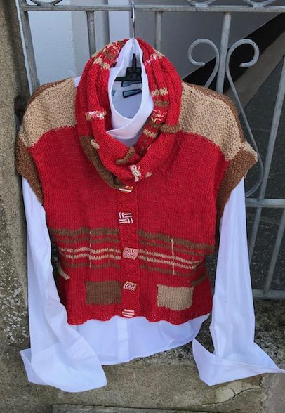 Waistcoat Front with Cowl Red/Choc/Camel
