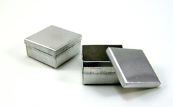 Dollhouse Miniature Cookie Tin, Square - 1/12 scale