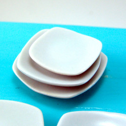 Dollhouse Miniature Plates, Square - 1/12 scale