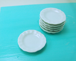 Dollhouse Miniature Plate, Scalloped - 1/12 scale