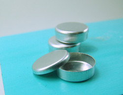 Dollhouse Miniature Round Tin - 1/12 Scale