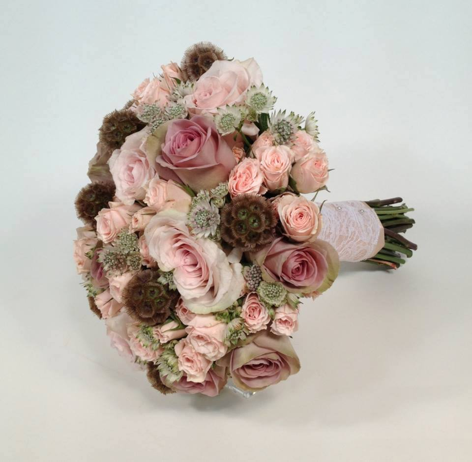 Nikki Annison bridal bouquet contest