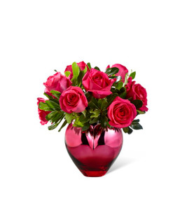 The FTD® Hold Me in Your Heart™ Rose Bouquet Deluxe