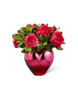 The FTD® Hold Me in Your Heart™ Rose Bouquet Standard