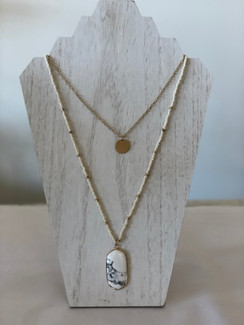 The Oval Pendant Necklace, White