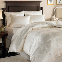 Eliasa 920 Fill Power White Goose Down Silk Comforter