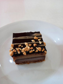 Raw snicker cake