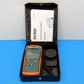 Extech EasyView 30 Wide Range Light Meter, EA30 With Manual & Carrying Case