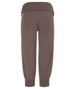 3/4 yoga pants in pebble grey | Wellicious at Fire and Shine | Women's capris