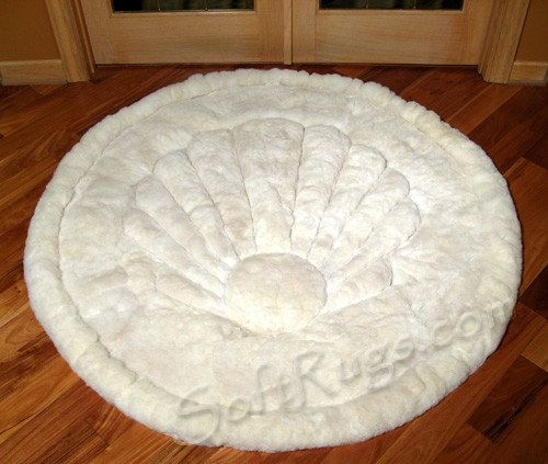 Round Alpaca Fur Rugs in White Shell Pattern (3ft8in Out of stock)