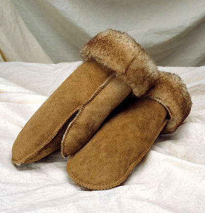 Yukon Mittens in Sheepskin