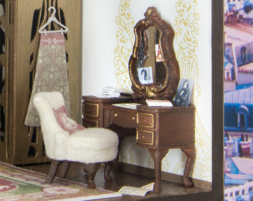 1:48 scale desk, chair, and mirror