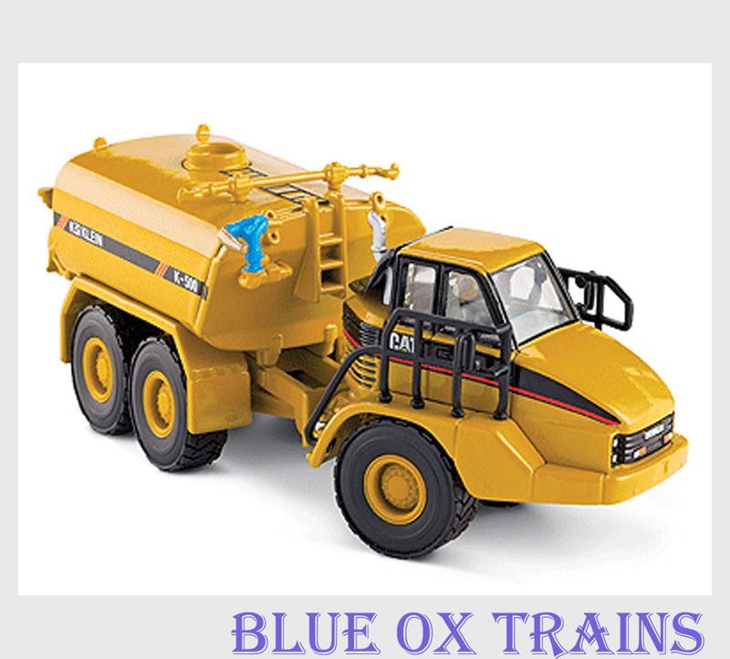 Norscot 55141 HO Scale 1:87 Caterpillar(R) Cat 730 Articulated Truck w/Klein Water Tank - Assembled