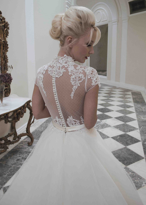Stunning back illusion and lace detailing