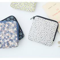 Warm breeze pattern half zip around square pouch