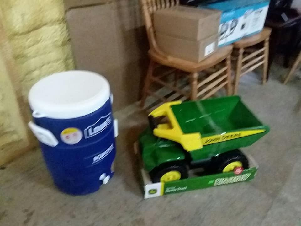 a.-iglo-toy-john-deere-big-scoop-shoes-and-chairs.jpg