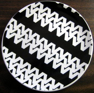 White on Black Zigzag Plate