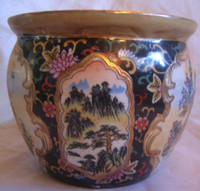 Exotic Chinoiserie Geisha Scroll Imari Style Bowl