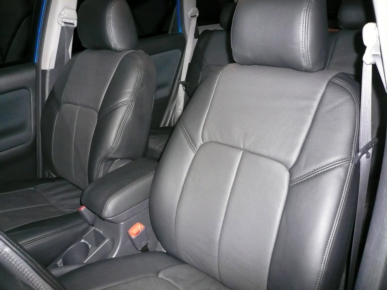 Bean garage clazzio seat covers for toyota matrix 2005 2008 for Garage seat nevers