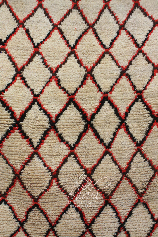 hand-woven-moroccan-berber-rug-r924-2.jpg