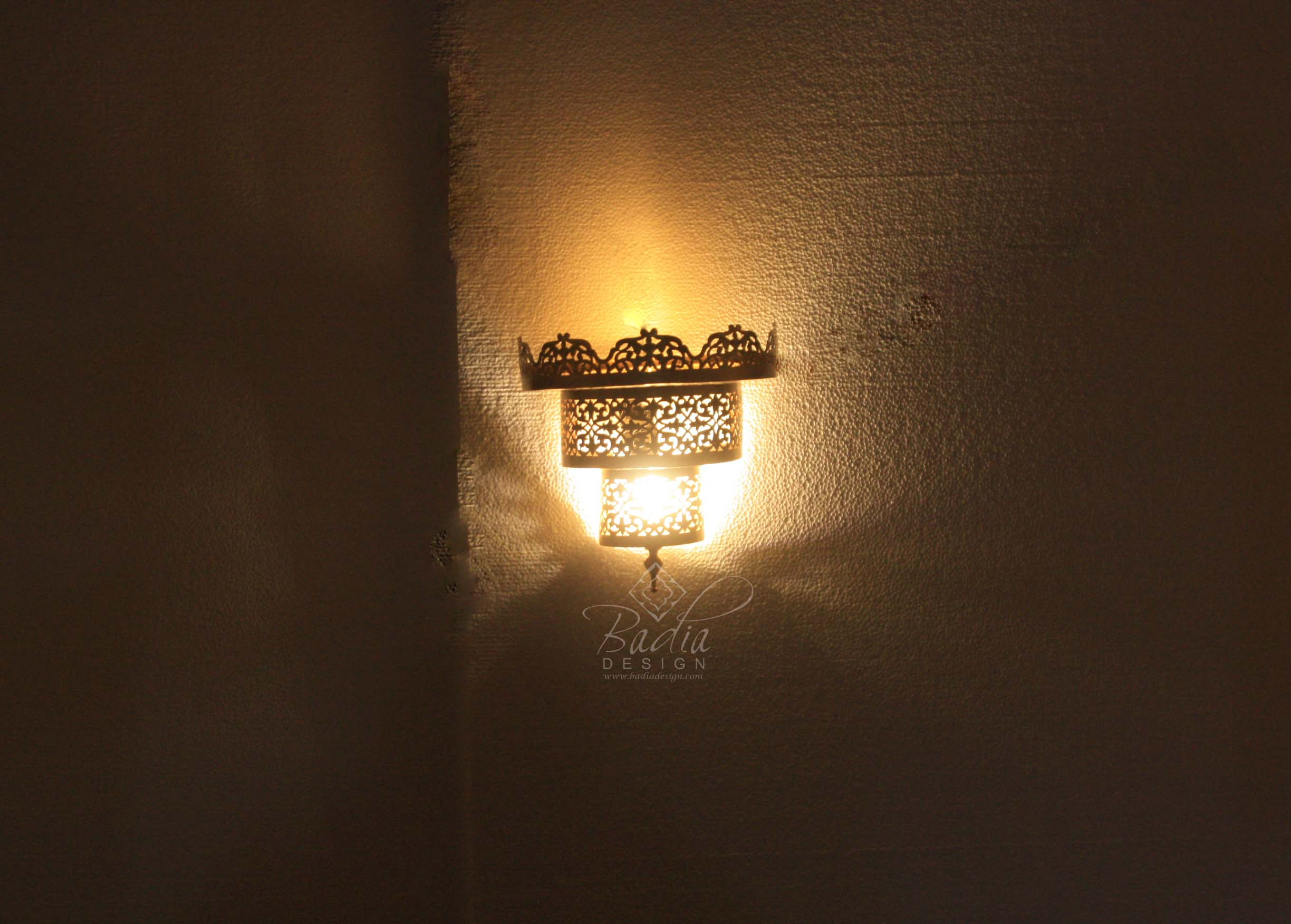 intricately-designed-moroccan-brass-wall-sconce-wl231-2.jpg