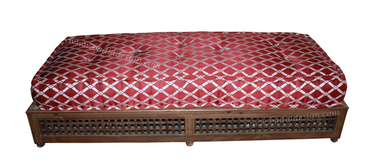 Moucharabieh Dark Stained Wooden Daybed With No Back From