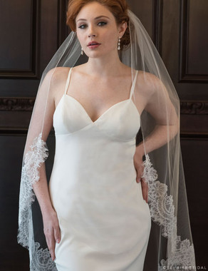 Bel Aire Bridal Veils  V7359 1-tier knee length Chantilly lace veil