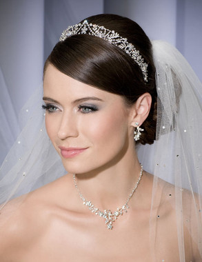 Bel Aire Bridal Veils V7033C - One Tier Cathedral Cut Edge - Scattered Rhinestones