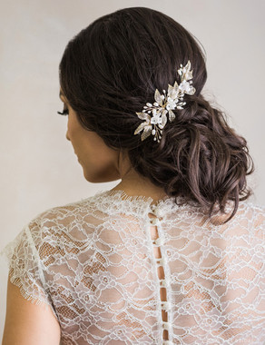 Bel Aire Bridal 6749 - Petite flower and mesh leaf comb with pearls