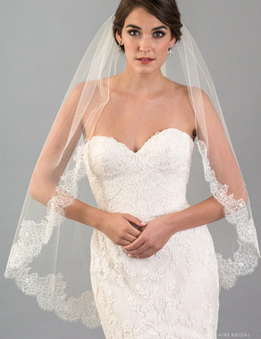 Bel Aire Bridal Veils V7417 - 1-tier fingertip veil with rolled edge and delicate French Chantilly lace
