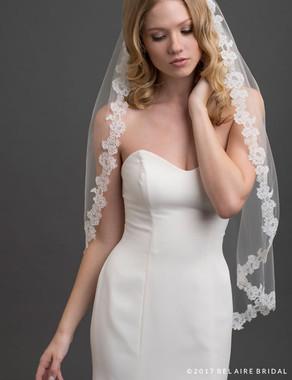Bel Aire Bridal Veils V7420 - 1-tier fingertip veil with elegant Alençon lace