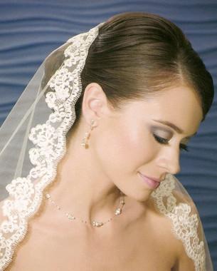Bel Aire Bridal Wedding Veil V7011F - Fingertip