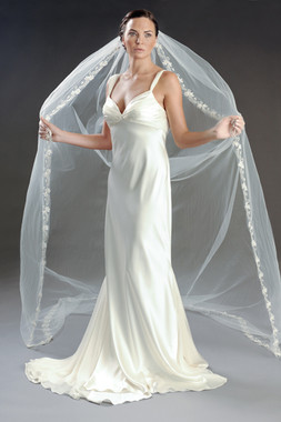 Erica Koesler Wedding Veil 808-110 - Organza Petals - Frosted Seeds