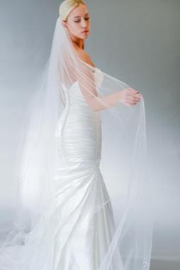 Erica Koesler Wedding Veil 843-110 - Cut Edge w/ Scattered Rhinestone