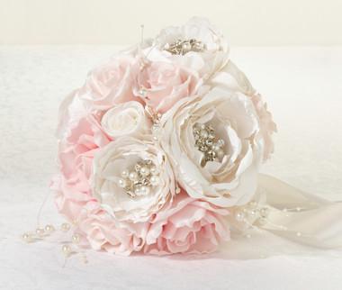 Chic & Shabby Bouquet  -  Lillian Rose