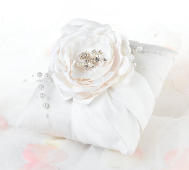 Chic & Shabby Ring Pillow- Lillian Rose