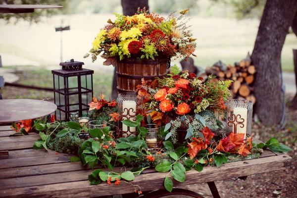 vibrant-fall-table-decoration.jpg