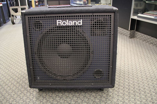 Roland KC-600 | USED | Stereo Mixing Keyboard Amplifier