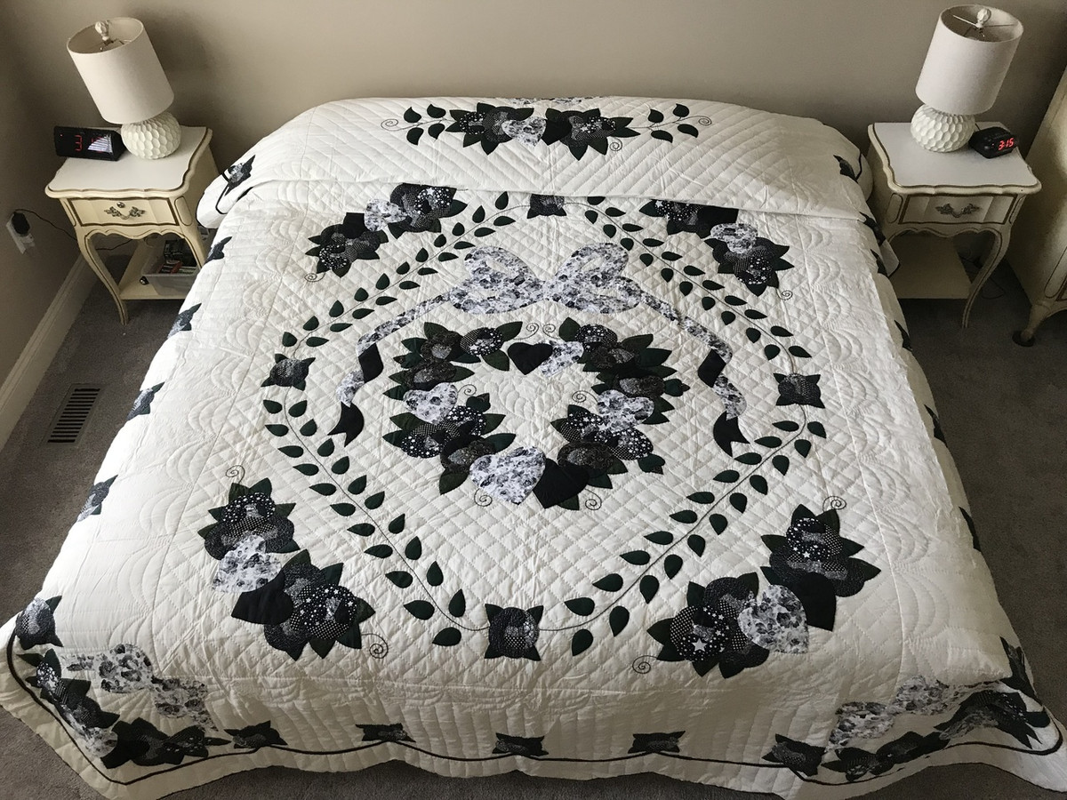 Country love applique amish quilt 95x109 amishquilter