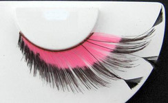 Pink lashes with black tips and black feathers