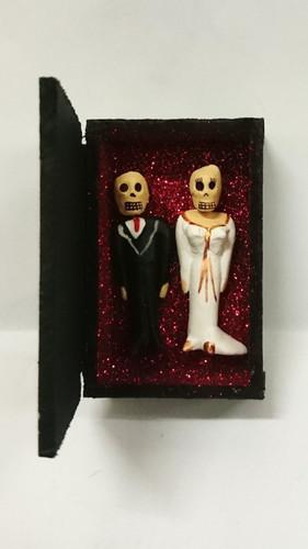 Day of the dead 'love forever' bride & groom in box