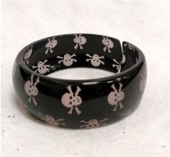 Black skull print hard plastic bangle