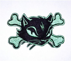 Cat cross bones patch, mint