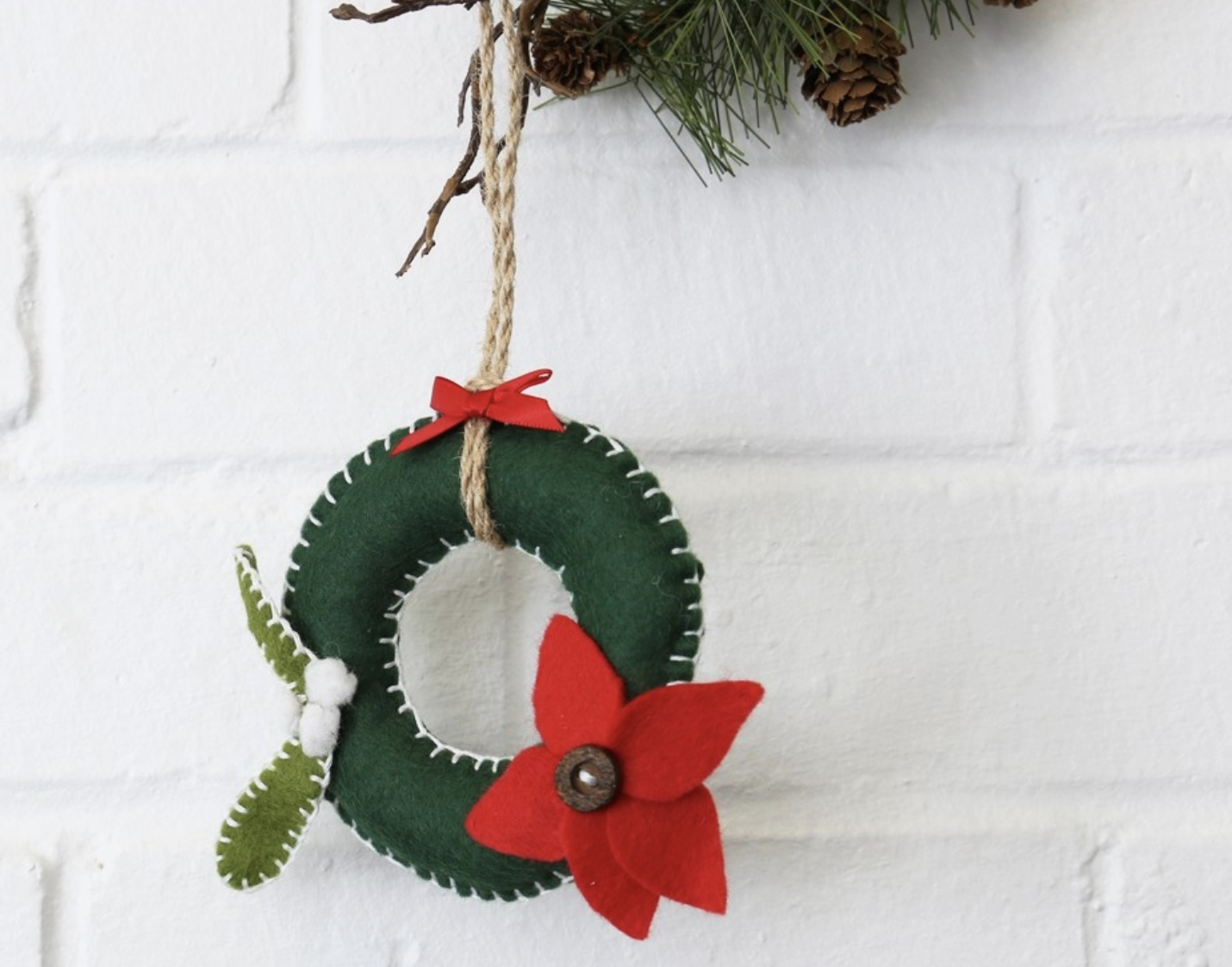 felt-wreath.png