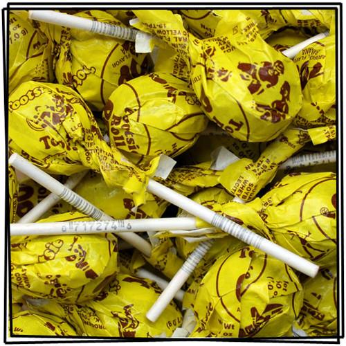 Banana Tootsie Pops