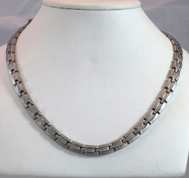 """Magnetic necklace Scottsdale S stainless with 56-5200 gauss magnets in a 22"""" length. It has a magnetic therapy pull strength of 1780 grams."""